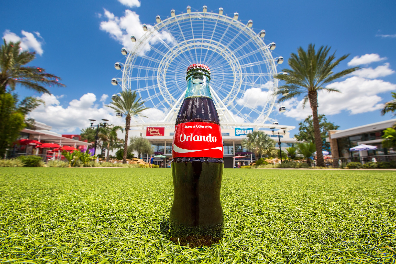 The Coca Cola Orlando Eye Honours First Responders Orlando Tourist